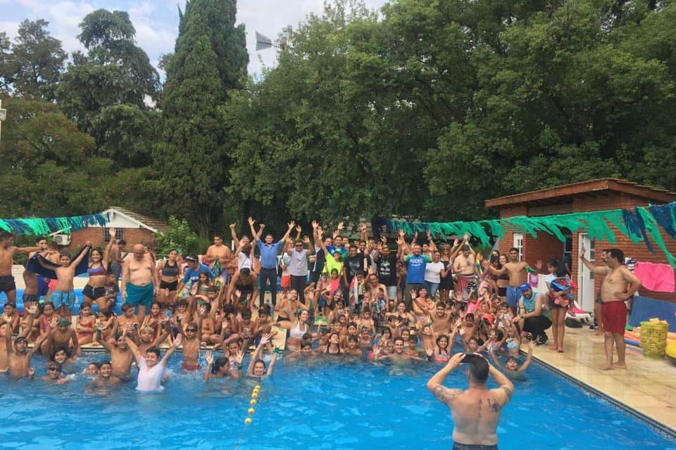 Fiesta de agua en la Colonia!
